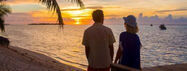 little cayman couple sunset beach 1060x403 min